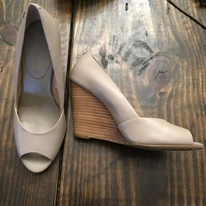 Banana republic taupe wedge heel open toe sz 6.5